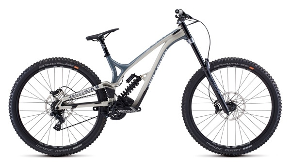 Downhill bike rental pyrenees Commencal Supreme 29